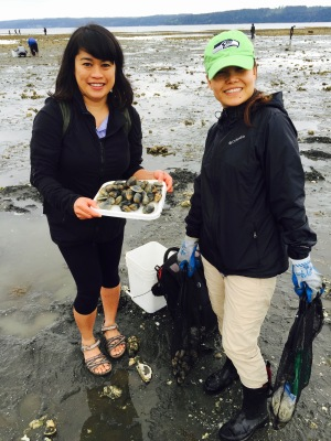 Friends with clams